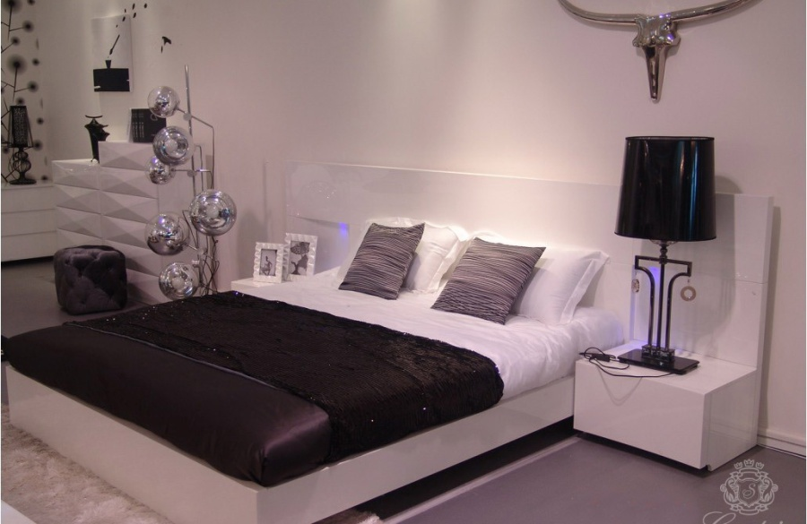 901 bed + night stand